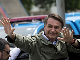巴西新当选总统呼吁放宽枪支管理:每人有枪会更安全