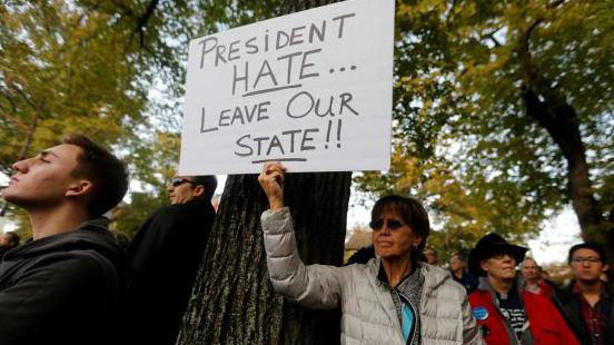 特朗普访问匹兹堡遇袭教堂遭呛:仇恨总统,离开我们的州!