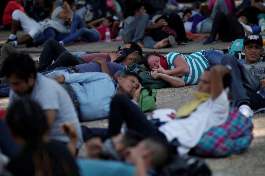 选举策略?特朗普称将派万名军人阻止移民