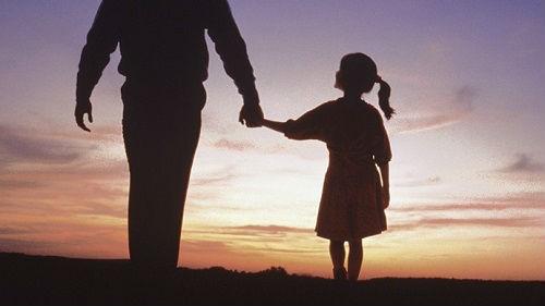 高铁女童疑被猥亵事件引关注 专家:应注意亲子交流界限