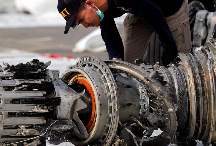 印尼失事客机搜救工作持续
