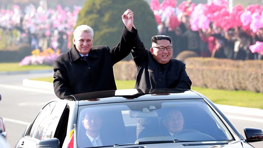 金正恩与古巴领导人同车巡视 外媒:同志般亲切