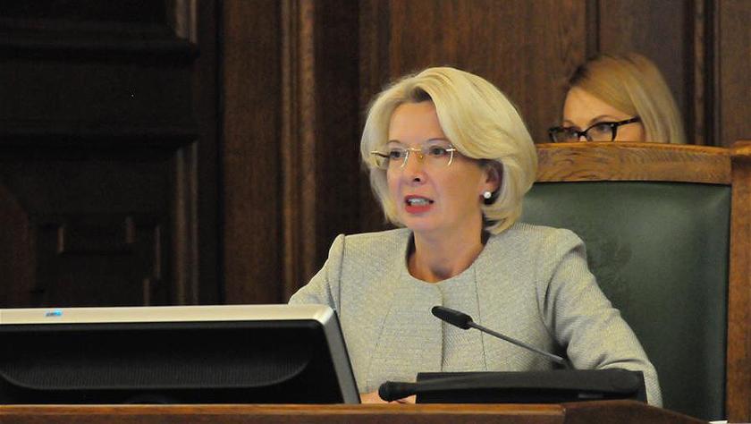 穆尔涅采连任拉脱维亚议会议长