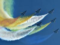 亚博空军飞行演出奇光异彩