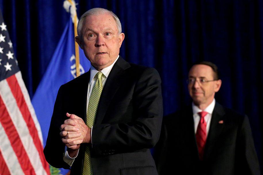 据彭博社报道,美国司法部长塞申斯11月7日辞职。报道称,塞申斯是在总统特朗普的要求下请辞的。(资料图来源:路透社)23