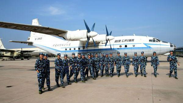 英媒称中国女飞行员努力撑起半边天:职业之路并不平坦