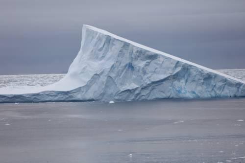 """卫星数据显示:南极洲冰盖下存在""""消失的大陆"""""""