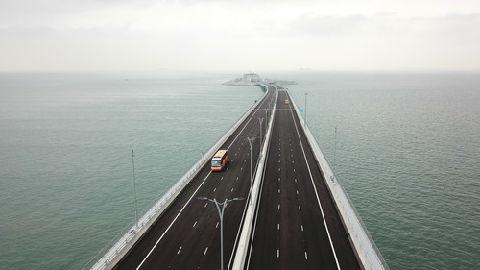西媒:港珠澳大桥和高铁为香港带来游客潮 带动商业繁荣