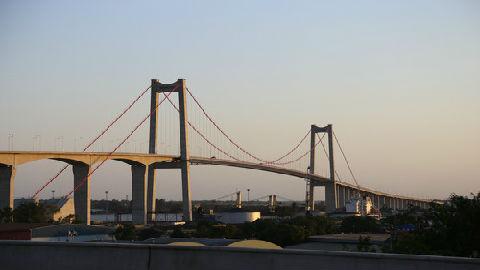 中国建成非洲最长悬索桥 外媒:南部非洲最伟大工程壮举