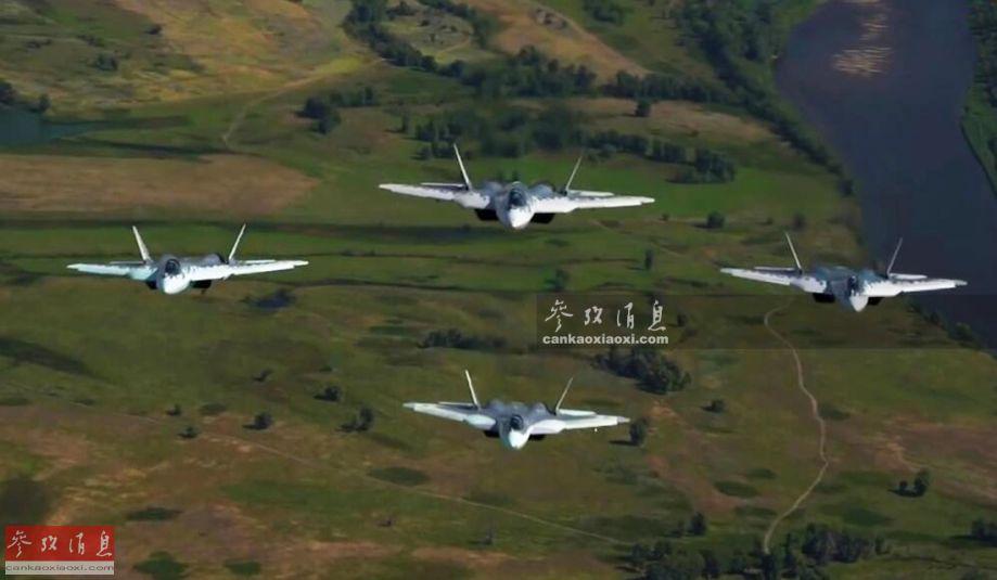 近日,俄空天军公开了苏-57隐身战机相关的最新训练画面,包括四机密集编队飞行等内容,但随之一并公开的内容更加劲爆,首次对外展示了苏-57进行机翼静力测试的绝密视频。图为苏-57隐身战机四机编队飞行。5