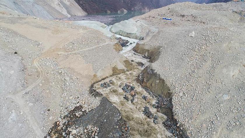 堰塞湖泄流量快速增大 金沙江恢复贯通