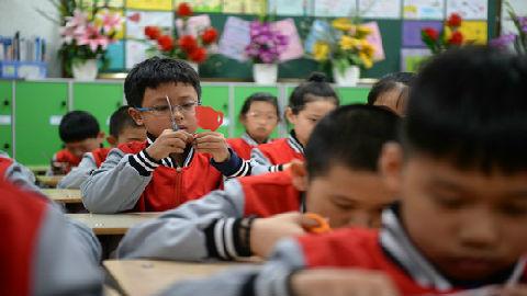 家庭作业变家长作业?港媒关注内地家长因孩子作业烦恼