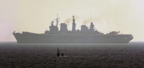 """各国海军爱玩""""猫捉老鼠""""?中国潜艇让美航母官兵目瞪口呆"""