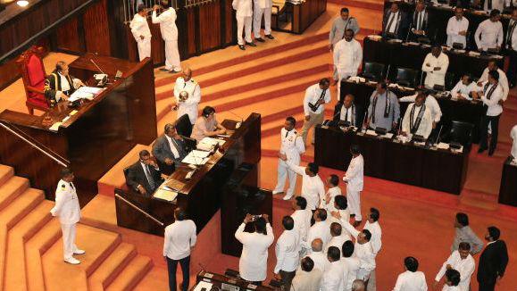 新总理遭议会否决!外媒:斯里兰卡政治危机再升级