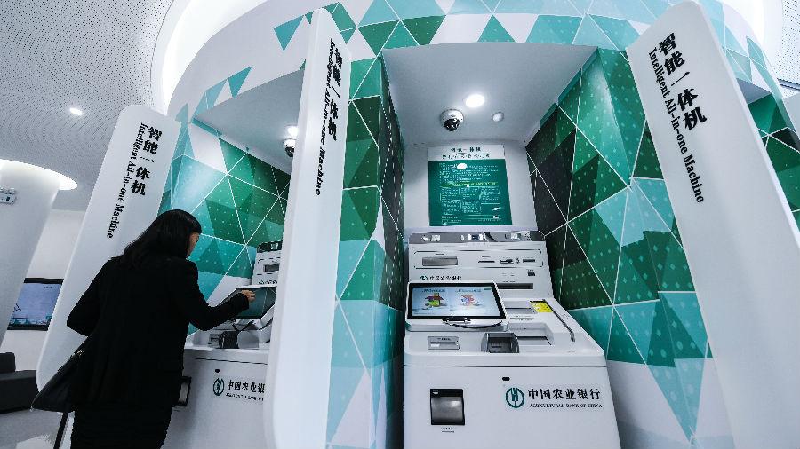 """港媒:内地无人消费店成""""另类时髦"""" """"机器换人""""加剧人才竞争"""