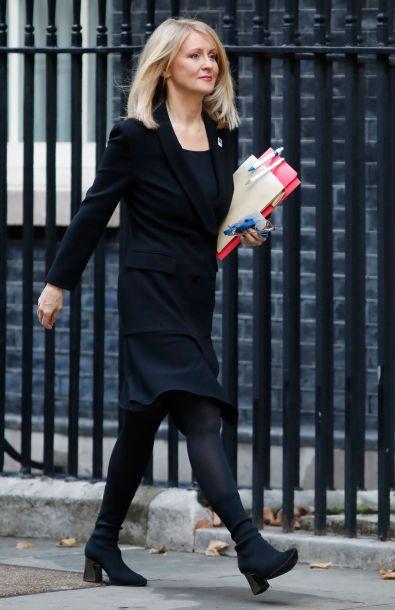 """英国两内阁成员因不满""""脱欧""""协议内容辞职"""