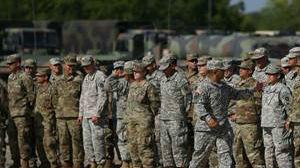 数千美军赴边境阻止移民:部分官兵配武器 从未受过执法训练