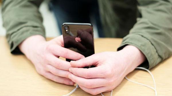 全球智能手机市场正走下坡路 日媒:技术停滞无新鲜感