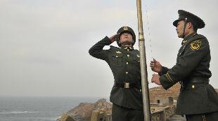 """新时代国门行(26):三面国旗每日在这里升起:驻守黄海前哨""""前三岛""""的日子"""