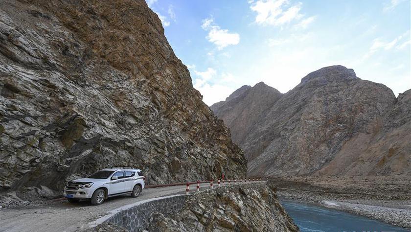 新疆塔什库尔干:修路助脱贫