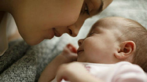 """祖辈多于孙辈?英媒:生育率暴跌或使全球面临""""婴儿荒"""""""
