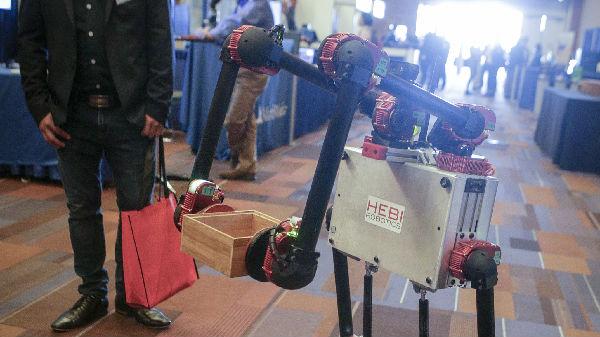 机器人士兵、无人机大军…… 人工智能正改变战争未来