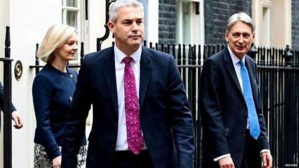 """脱欧大臣再换引连锁反应 英国脱欧""""权力游戏""""如何收场?"""