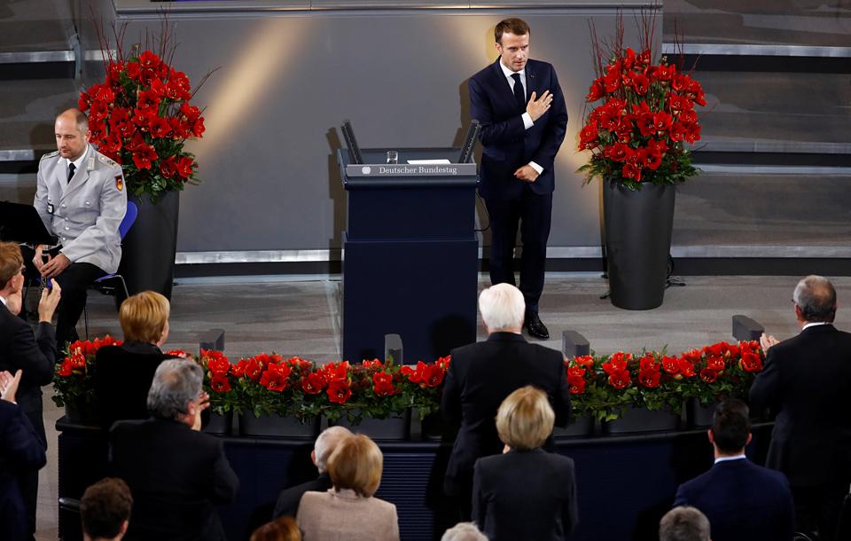马克龙出席德国哀悼日纪念仪式。(图片来源:路透社)
