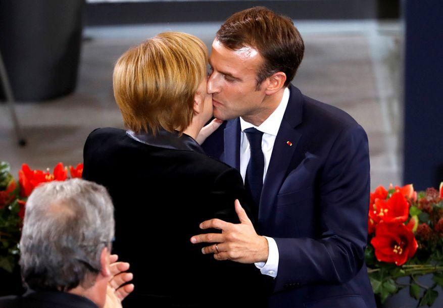 据路透社报道,11月18日,德国联邦议院举行全国哀悼日纪念仪式,德国总理默克尔、德国总统施泰因迈尔、法国总统马克龙出席发表讲话。(图片来源:路透社)8