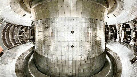"""英媒:中国""""人造太阳""""研究获新突破 实现中心温度1亿摄氏度"""
