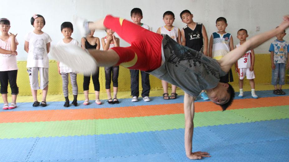 """法媒关注中国兴起幼儿""""街舞热"""":鼓励孩子变得更开朗活泼"""