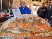 厚厚的鱼:神奇厨师制作360斤鱼肉冻创造纪录