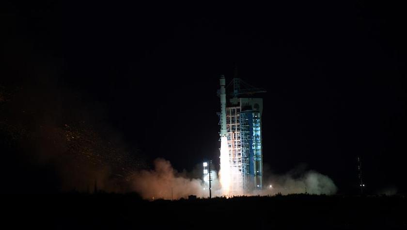 中国成功发射试验六号卫星 搭载发射4颗微纳卫星