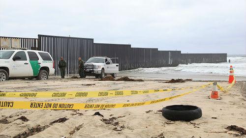 美墨边界建新屏障阻移民大军 传特朗普授权军队使用适当武力