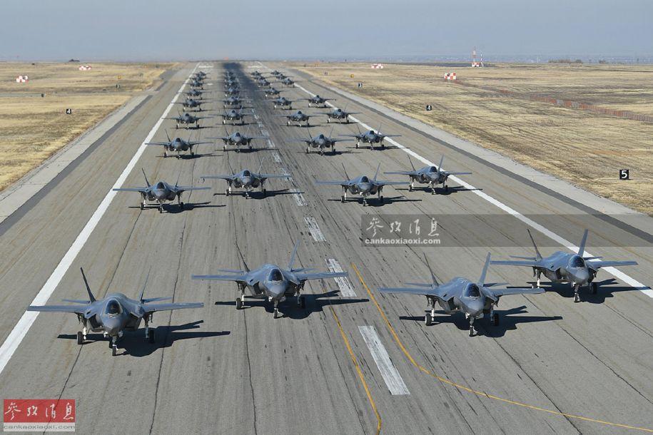"""""""闪电""""排阵!美军35架F-35A象步扬威"""