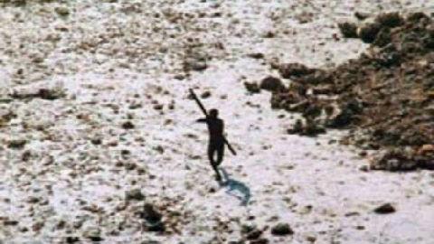 美国传教士硬闯与世隔绝6万年印度原始部落 被乱箭射死