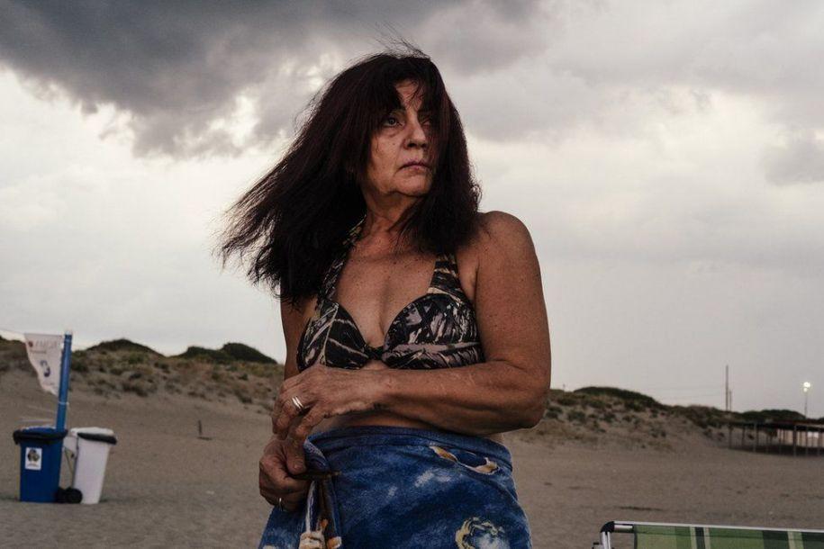 """""""公开的秘密"""":英国摄影师用照片揭露当今社会问题"""