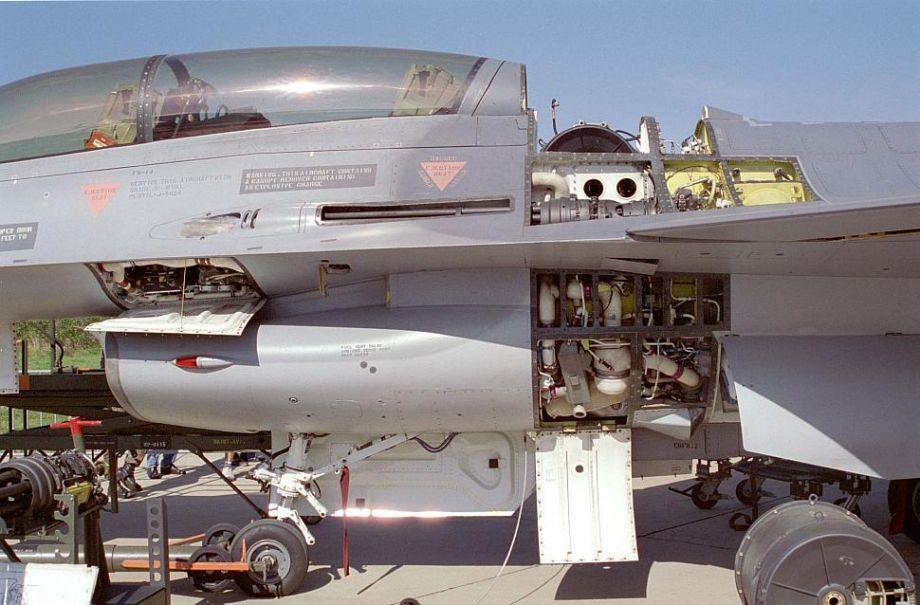 """硬核玩具!F-16""""火神""""机炮装到丰田车上"""