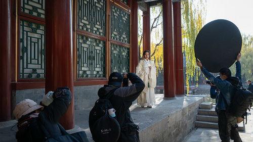 美媒:在中国穿汉服上街仍需胆量? 爱好者吐槽没口袋放手机