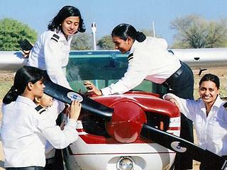 这个国家连女司机都很罕见 却有世界上最多的女飞行员