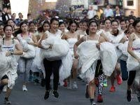 """泰国曼谷:一场爱意绵绵的""""新娘赛跑"""""""