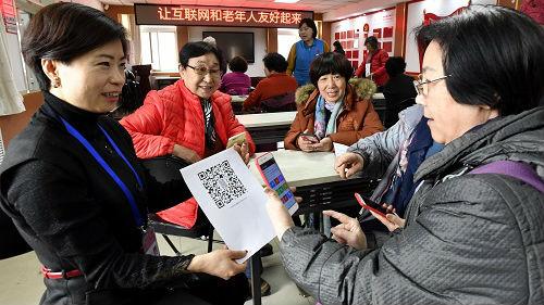 美媒称部分中国老年人难跟上科技发展:无法适应无现金社会