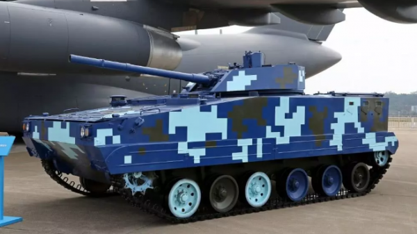 军情锐评:新型国产空降战车量身搭配运-20 打造全域机动作战能力