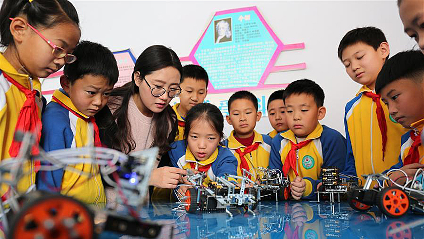 机器人课程进小学 激发学生创新力