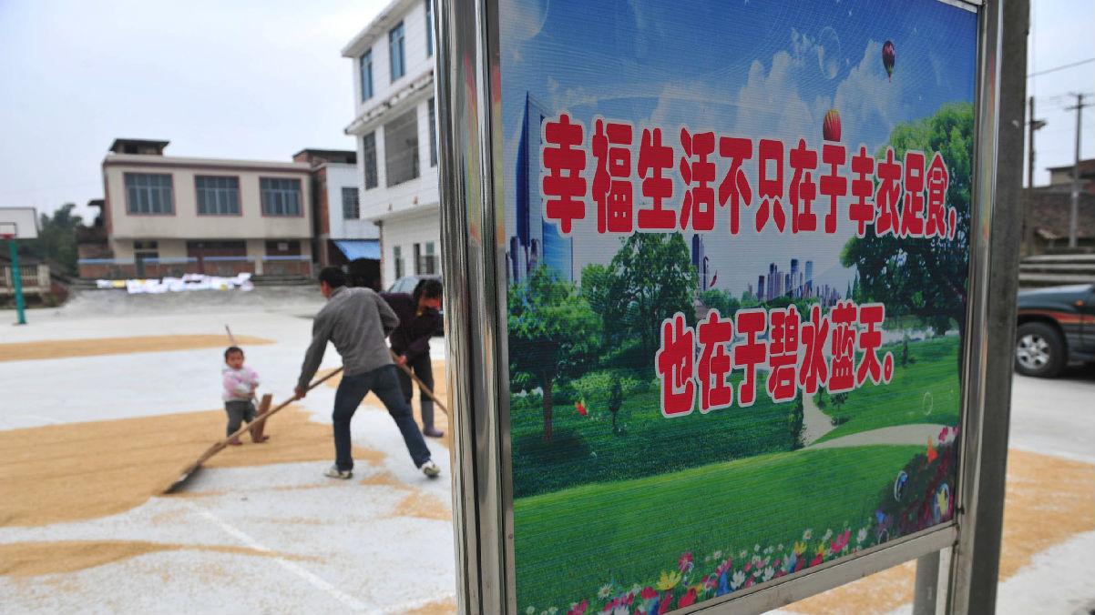 从鼓励脱贫到宣传网购——墙上标语折射中国40年变迁