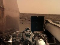"""""""洞察""""号无人探测器登陆后拍摄火星表面"""