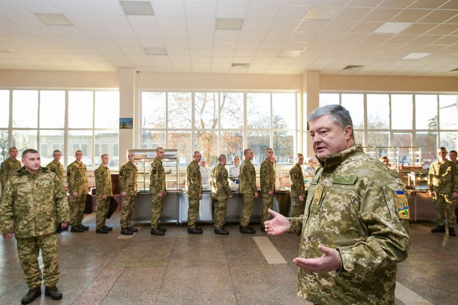 """俄乌边境:俄军坦克数量翻3倍 波罗申科警告或爆发""""全面战争"""""""