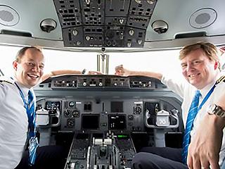 荷兰皇家航空客机飞行员广播:我是你们的国王