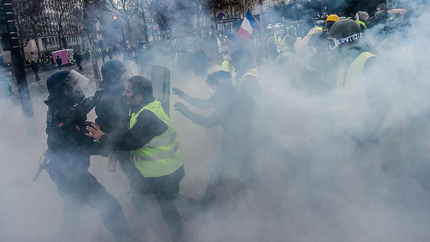 巴黎遭遇十多年来最严重暴乱:数百人被捕 凯旋门损坏