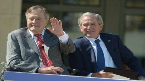 外媒:老布什交班前给克林顿留下的字条内容是什么?